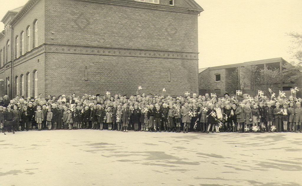 B1499_13_Skoleboern maj 1945_2