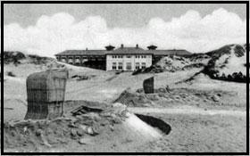 sandfarvet og grå hus